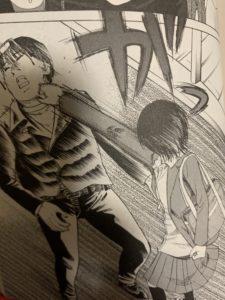 出典:響〜小説家になる方法〜 響が男を殴るシーン